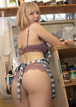 Free Big Ass Housewife Porn Pictures